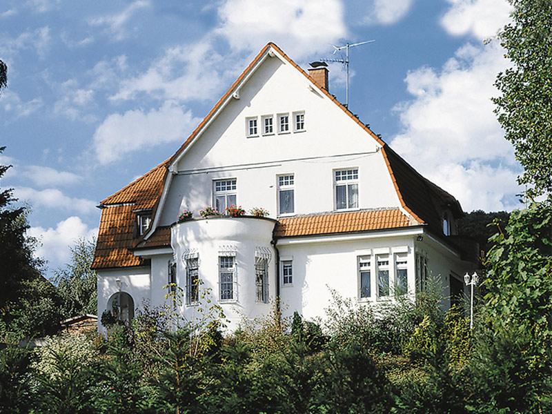 Altbau mit Sprossenfenstern