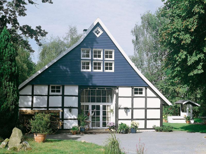 Fachwerkhaus mit Sprossenfenstern